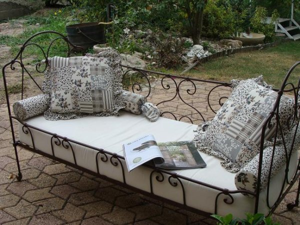 deco banc fer forge le patio de cappuccino. Black Bedroom Furniture Sets. Home Design Ideas
